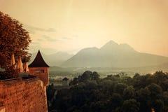 Retro panorama di stile delle montagne nelle alpi al tramonto Fotografie Stock Libere da Diritti