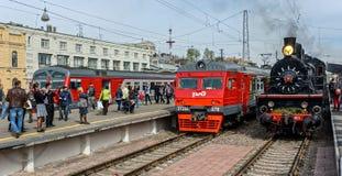 Retro parowych lokomotyw parada w Petersburg Zdjęcie Stock