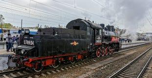 Retro parowych lokomotyw parada w Petersburg Zdjęcia Stock