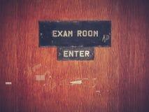 Retro porta della stanza dell'esame di lerciume Immagine Stock Libera da Diritti