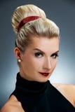 Retro- Portrait der reizenden Frau Lizenzfreie Stockfotos
