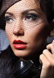 Retro portret van een jonge vrouw met uitstekende hoed Royalty-vrije Stock Afbeelding
