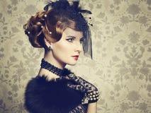 Retro portret van mooie vrouw. Uitstekende stijl Stock Afbeelding