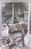Retro prentbriefkaar van Parijs met een Toren van Eiffel Stock Fotografie