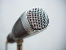 Retro primo piano del microfono Immagini Stock Libere da Diritti