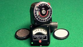 Retro professionele blootstellingsmeter stock video