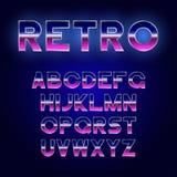 retro progettazione della fonte di 80 ` s Alfabeto brillante di futurismo con effetto metallico Carattere di fantascienza royalty illustrazione gratis