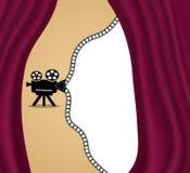 Retro proiettore di film, fondo con spazio per testo Tenda rossa del teatro o del cinema Vettore royalty illustrazione gratis