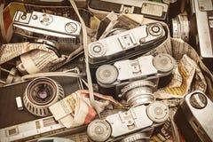 Retro projektujący wizerunek stare fotografii kamery na uciekającego rynku Zdjęcie Stock