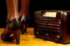 Retro radio en hoge hielen Royalty-vrije Stock Foto