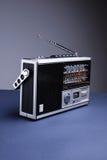 Retro radio met de grijze achtergrond Royalty-vrije Stock Foto's