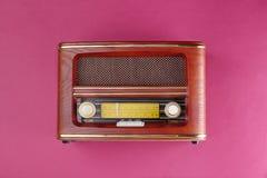 Retro radio på bakgrund Royaltyfri Foto