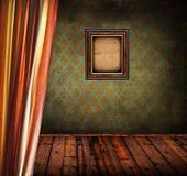 Retro- Raum mit Vorhang und hölzernem Fotorahmen stockfotografie