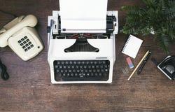Retro, rocznik biurowy biurko/ zdjęcie stock