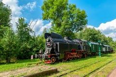 Retro rocznik technologia, stary pociąg, BiaÅ 'owieÅ ¼ a, Polska zdjęcia stock
