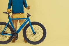 Retro rocznika rower w Pastelowego koloru tle Zdjęcia Stock