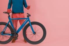 Retro rocznika rower w Pastelowego koloru tle Obrazy Royalty Free