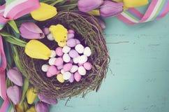 Retro rocznika stylu filtra Szczęśliwy Wielkanocny tło Obraz Stock