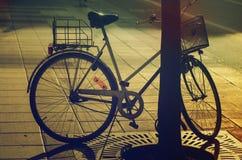 Retro rower na ulicie Obrazy Stock