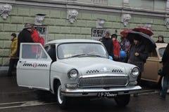 Retro Russische taxiauto Royalty-vrije Stock Afbeeldingen