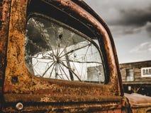 Retro- Rusty Truck And Bar lizenzfreies stockfoto
