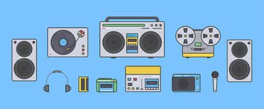 Retro- Sammlung der Tonanlagen Tragbarer Player, Kopfhörer, Kassettenrecorder, Stereosystem, Sprecher, Rekordspieler Lizenzfreie Stockfotografie