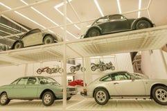 Retro samochody powystawowi wśrodku muzealnego Pinakothek De Moderne Zdjęcia Royalty Free