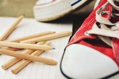 Retro scarpe da tennis rosse Immagini Stock