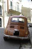 Retro scena italiana tipica di Fiat 500 Immagini Stock Libere da Diritti
