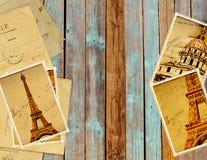 Retro- Schmutzkarten mit Marksteinen von Paris auf hölzernen Planken Stockbilder