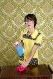 Retro schoonmakende de karweienapparatuur van de huisvrouw nerd Stock Foto's