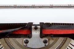 Retro- Schreibmaschinenabschluß oben mit Detail des Papiers Lizenzfreies Stockfoto