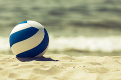 Retro seende boll på stranden Royaltyfri Bild