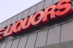 Retro segno di Liqour fuori del deposito dell'alcool Immagine Stock