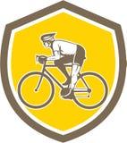 Retro sköld för cyklistridningberg stock illustrationer
