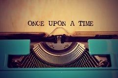 Retro skrivmaskin och text en gång på en tid Fotografering för Bildbyråer
