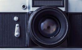 Retro slrcamera over houten achtergrond Wijnoogst 35mm Camera SLR Stock Foto's