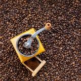 Retro smerigliatrice di caffè Fotografie Stock Libere da Diritti