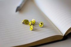 Retro Smiley Face Emoticon Push Pins arkivfoto