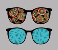 Retro solglasögon med reflexion i den. Arkivfoto