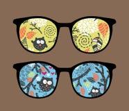 Retro solglasögon med ugglareflexion i den. Arkivbilder