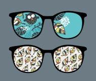 Retro solglasögon med ugglareflexion i den. Royaltyfria Bilder