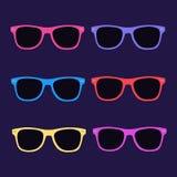 Retro- Sonnenbrille auf einem dunklen Hintergrund lizenzfreies stockfoto