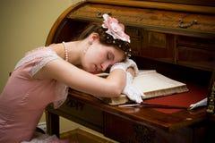 retro sova för flicka Royaltyfria Bilder