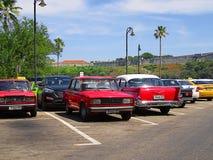 Retro- sowjetische und amerikanische Autos in Havana Lizenzfreies Stockbild