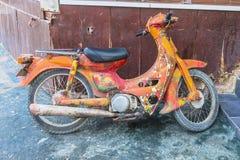 Retro sparkcykel för hippie fotografering för bildbyråer