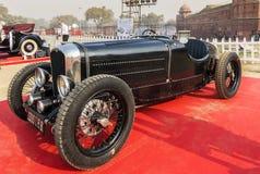 Retro- Sportauto Bugatti-Weinlese auf Anzeige am roten Fort Lizenzfreies Stockbild