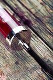 Retro spuit op de oude houten oppervlakte Stock Afbeeldingen