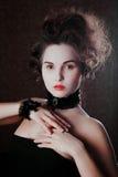Retro stående av den härliga kvinnan. Tappningstil. Modefoto arkivbild