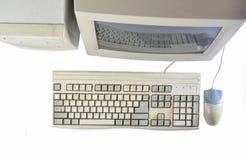 Retro stacjonarny komputer odizolowywający na białym tło monitorze, system jednostka, komputerowa mysz Przestarzałe technologie,  obrazy stock